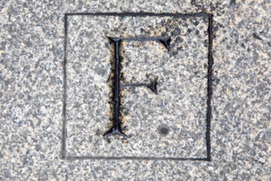 Der Gedenkstein befindet sich auf der Prager Straße, wo Rainer Fetscher (1895-1945) erschossen wurde.