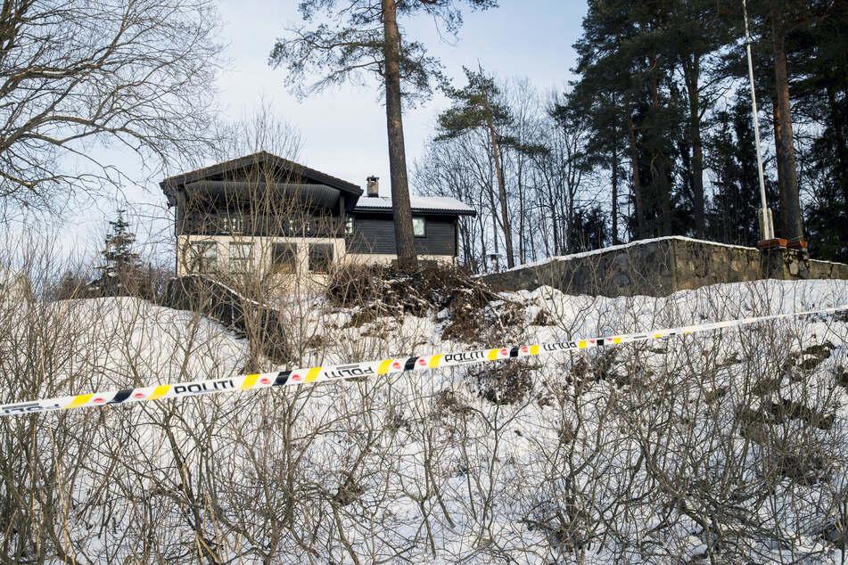 Blick auf das abgesperrte Haus des norwegischen Multimillionärs Tom Hagen. (Archivbild)