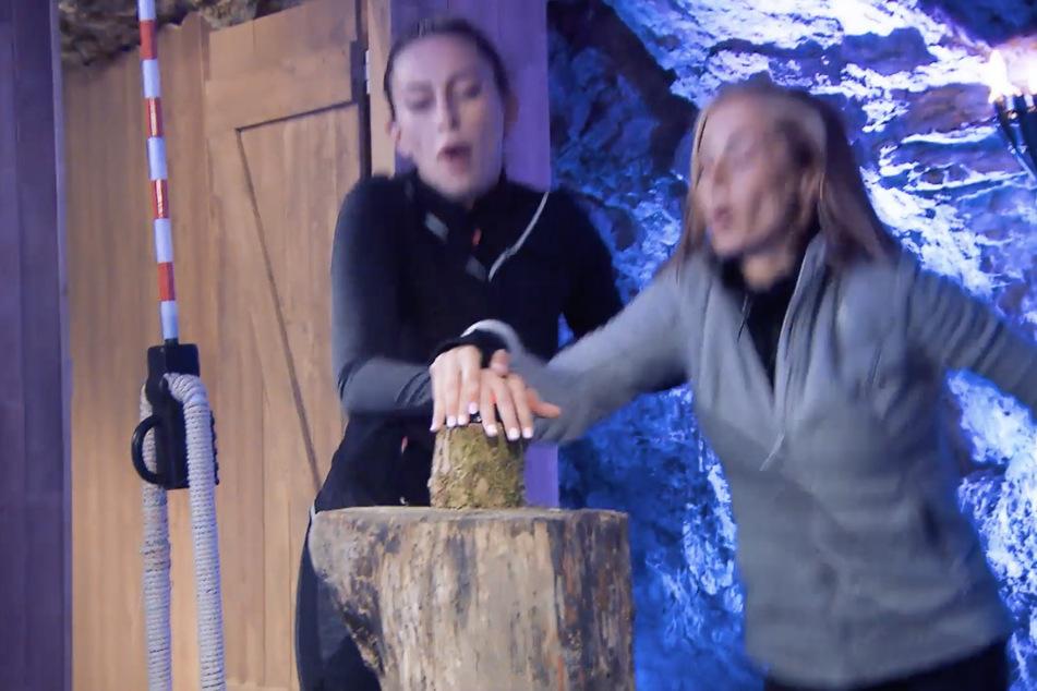 Tatiana (l.) und Anna gewinnen die Exit Challenge gegen Siria und Davide.