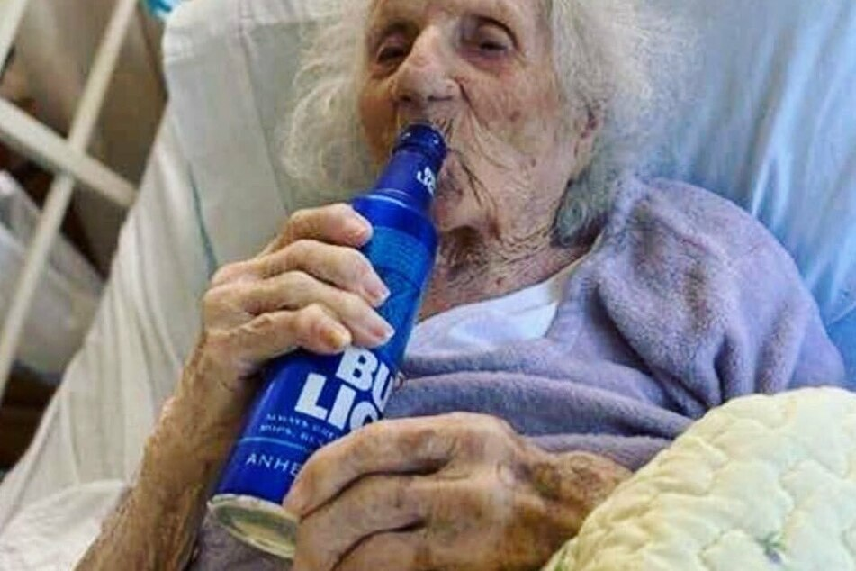 103-Jährige überlebt Coronavirus: So feiert sie den Sieg