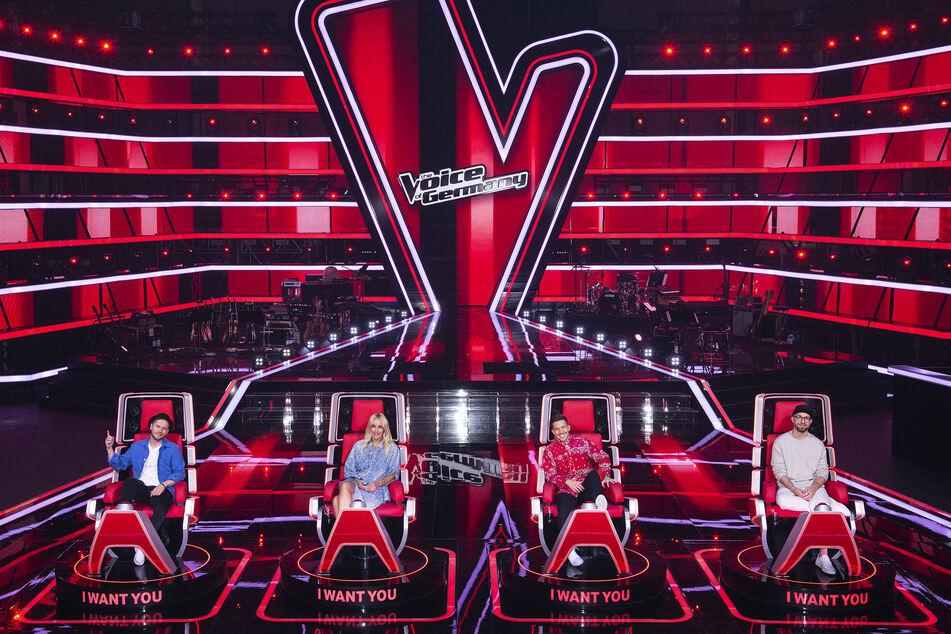 """Das sind die vier Coaches der elften Staffel """"The Voice of Germany"""": Johannes Oerding (39, v.l.n.r.), Sarah Connor (41), Nico Santos (28) und Mark Forster (38)."""