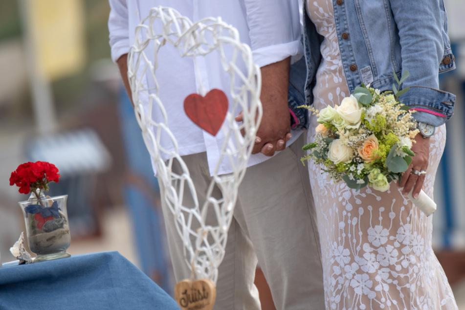 Wegen der Corona-Pandemie haben bereits etliche Paare ihre Trauungen in Baden-Württemberg verschoben.