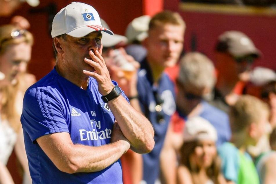 HSV-Coach Dieter Hecking wollte sich bei der Entscheidung noch nicht festlegen.