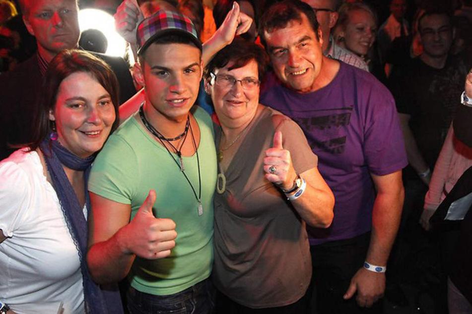 2011 war noch alles gut. Mama (l.), Pietro, Oma und Papa Lombardi zusammen auf der DSDS-Aftershow-Party.