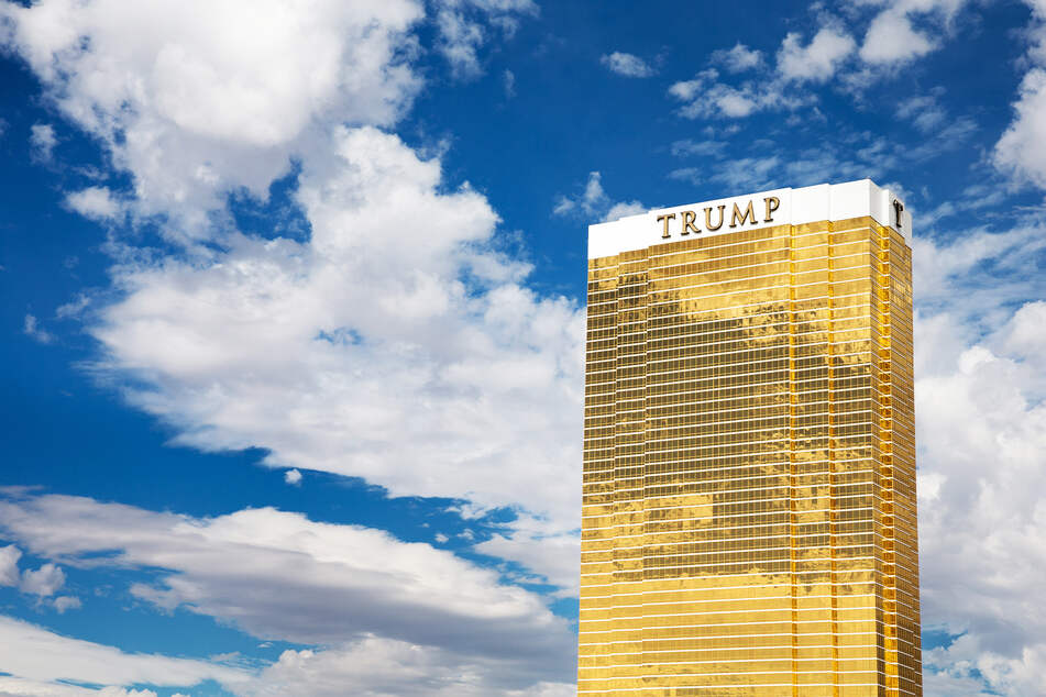 Mit 189 Metern Höhe ist das Trump-Hotel das dritthöchste Haus der Stadt. Mit der goldenen Fassade zählt es zu den auffälligsten Hotels in Las Vegas.