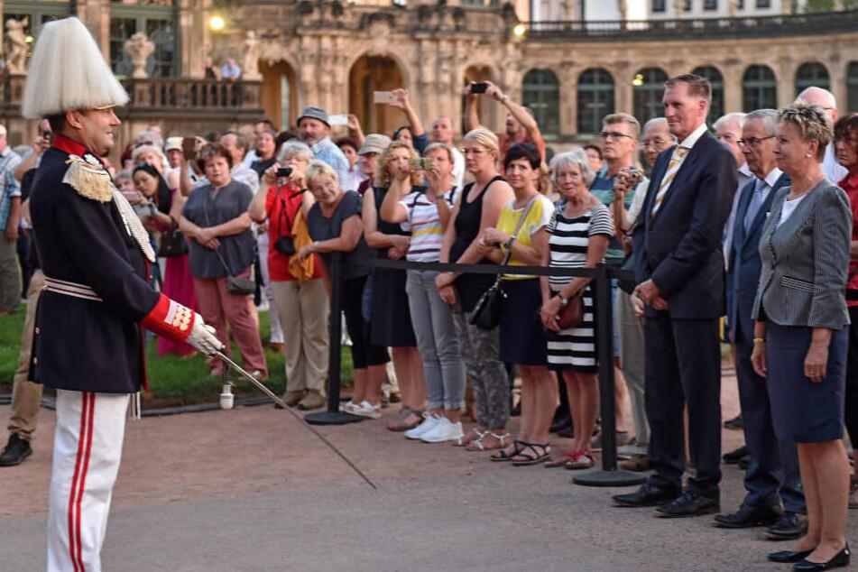 Dresden: Huch! Helma Orosz wieder im Rathaus-Einsatz