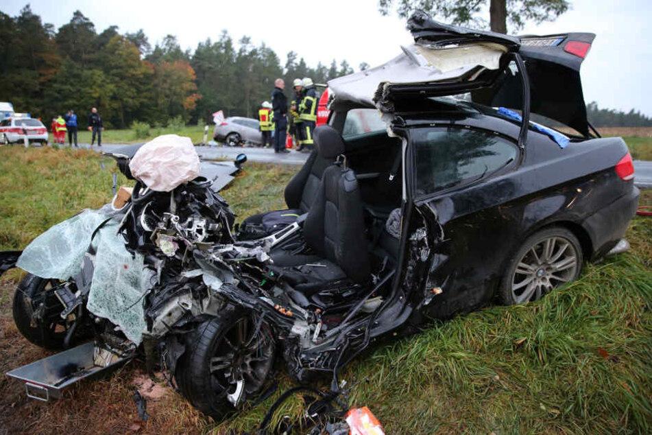 Die Fahrerin dieses Autos überlebte den Crash nicht. Auch der Unfallverursacher war sofort tot.