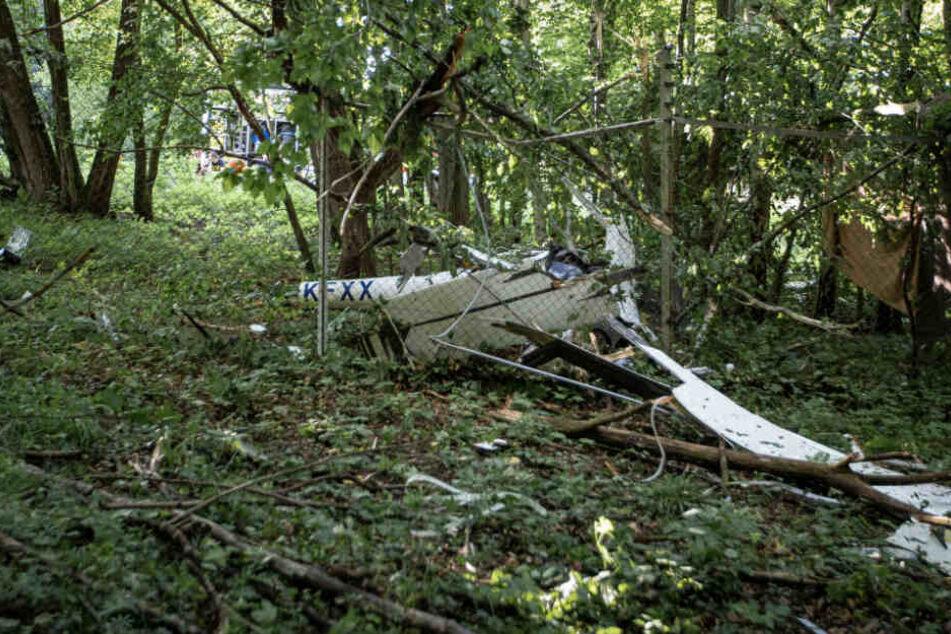 Das völlig zerstörte Sportflugzeug.