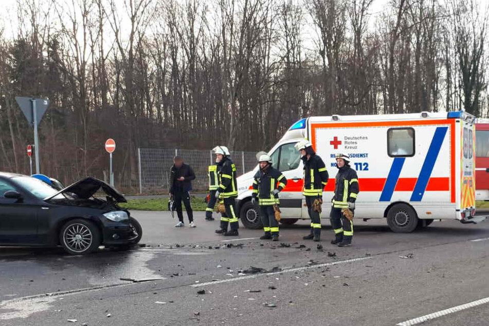 Mercedes-Fahrerin nimmt BMW die Vorfahrt: drei Verletzte, darunter ein Kind