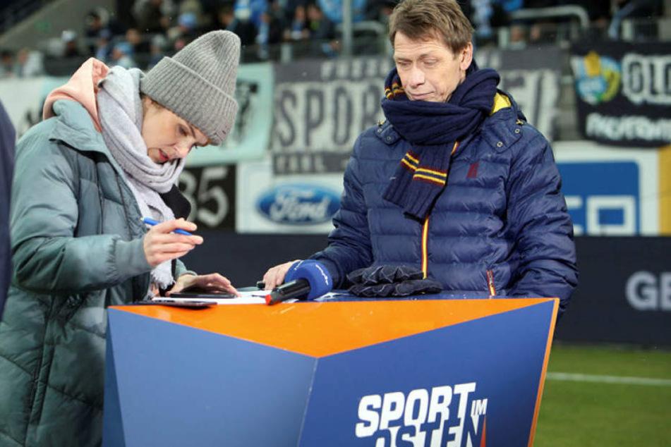 Sven Köhler (r., mit Stephanie Müller-Spirra) ist derzeit der Fußballexperte bei MDR.