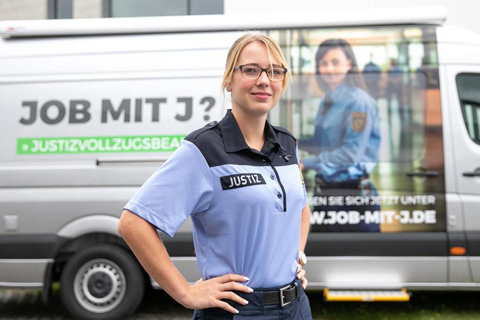 Justizbeamte dringend gesucht: Beamtin Kachler ist ein Gesicht der Kampagne. Die Ausbildung mit Theorie und Praxisblöcken dauert zwei Jahre.