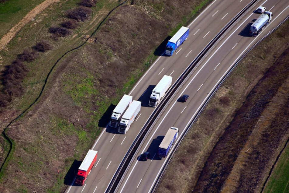 17-Jährige tot auf A8 entdeckt: Polizei fahndet weiter nach Lkw-Fahrer