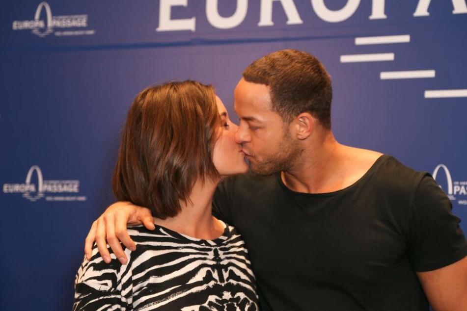 Das neue Bachelor-Paar bei einer Autogramm-Stunde in Hamburg.