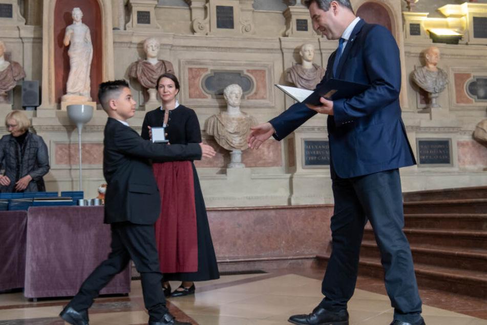 Feuer-Drama in Nürnberg: Kleiner Lebensretter (10) bekommt Medaille
