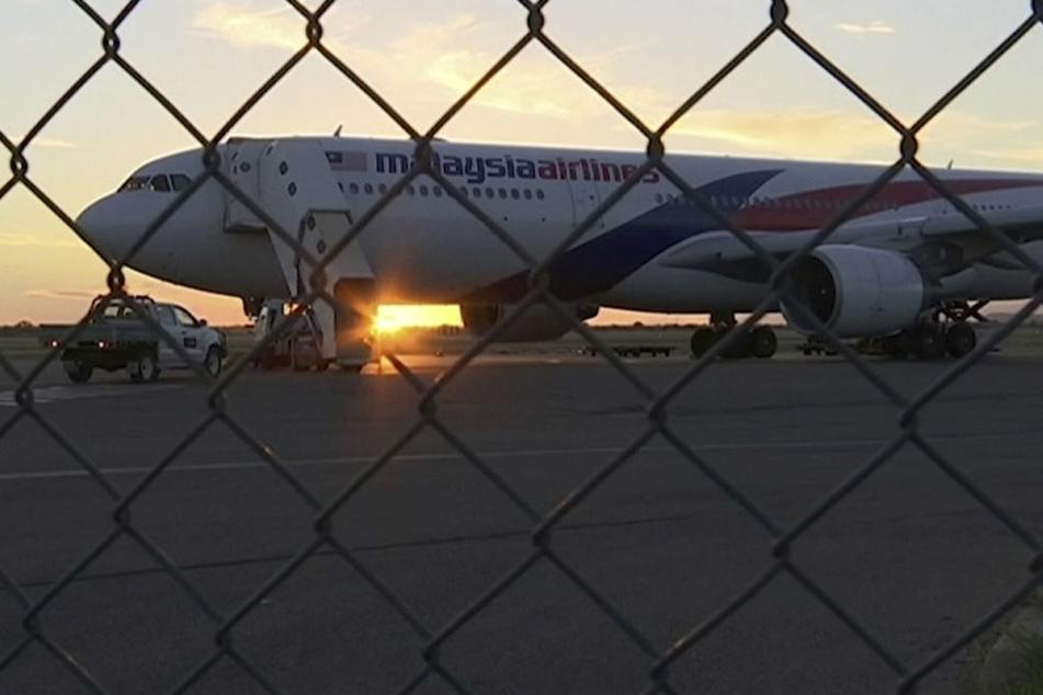 Mitten im australischen Outback musste die Maschine notlanden, die Passagiere die Nacht dort verbringen.