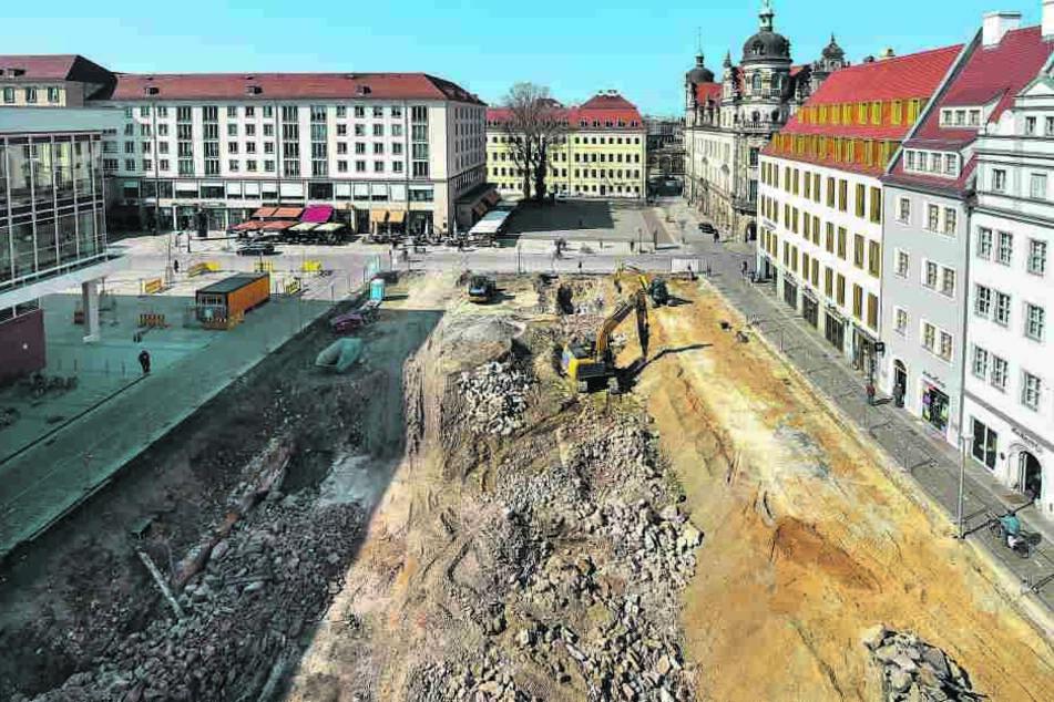 Das Baufeld gestern von oben. Hinten das Taschenbergpalais.