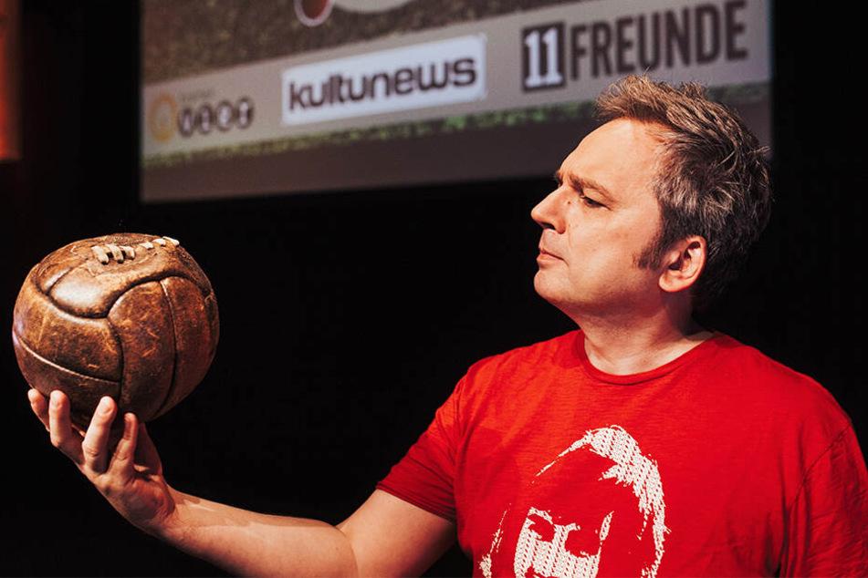 Kuriositäten rund ums runde Leder: In den Live-Shows von Kultmoderator Arnd Zeigler (53) feiern Fußballfans aller Vereine gemeinsam ihre Leidenschaft.