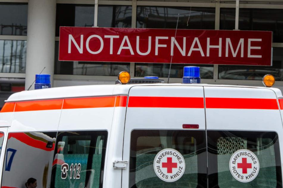 Die beiden Verletzten wurden in ein Krankenhaus transportiert (Symbolfoto).