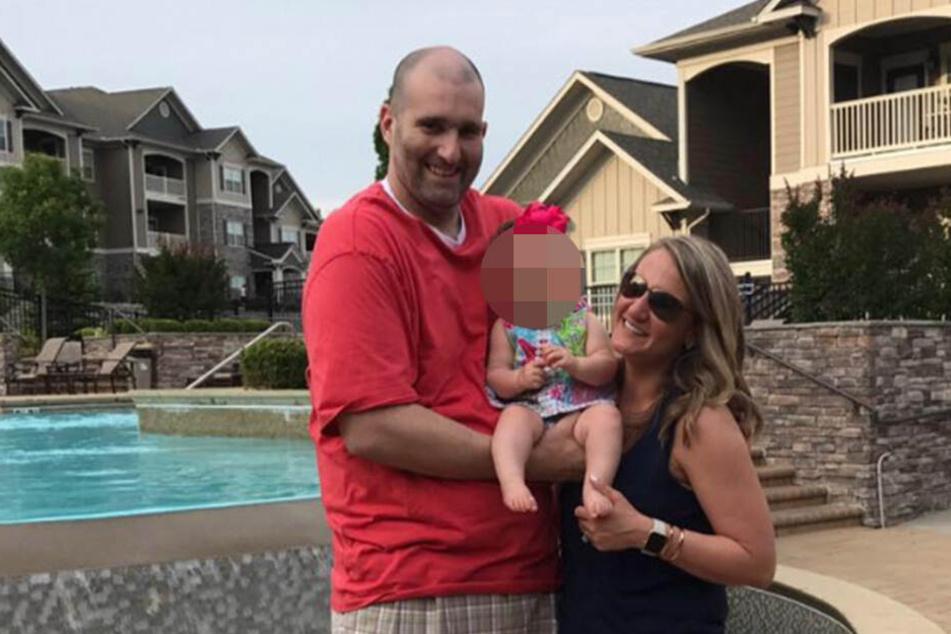 Nicole und Lonnie mit ihrer kleinen Tochter. Sie ist nun Vollwaise.