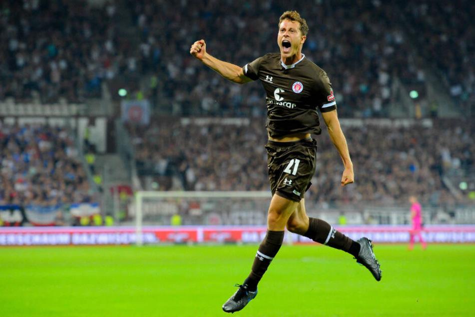 James Lawrence jubelt über seinen Treffer für den FC St. Pauli.