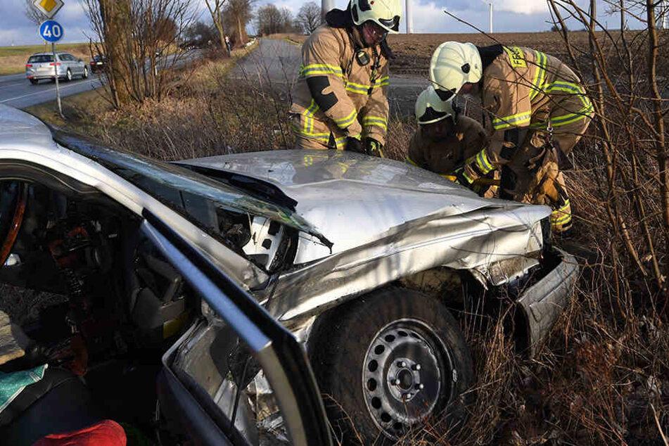 Die Feuerwehr musste schwere Geräte am Unfallort auffahren.