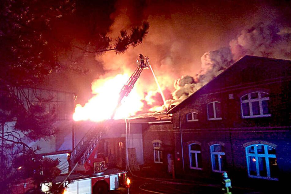 In der Nacht zum 30. März ging die Fabrik in Flammen auf.