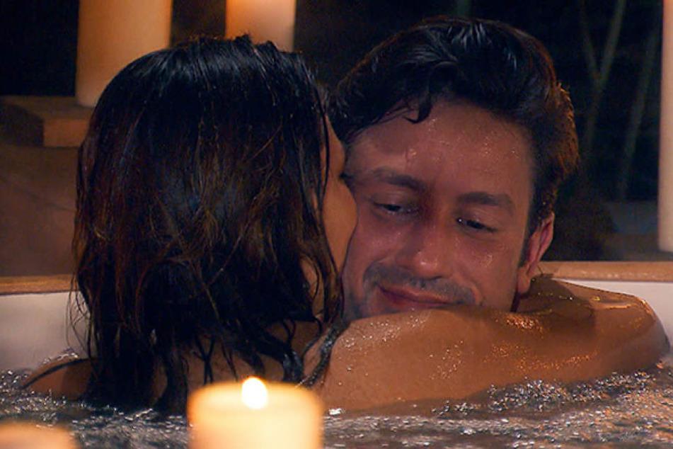 Einen Kuss gab's (noch) nicht. Und doch kamen sich Daniel und Kristina im Whirlpool verdammt nah.