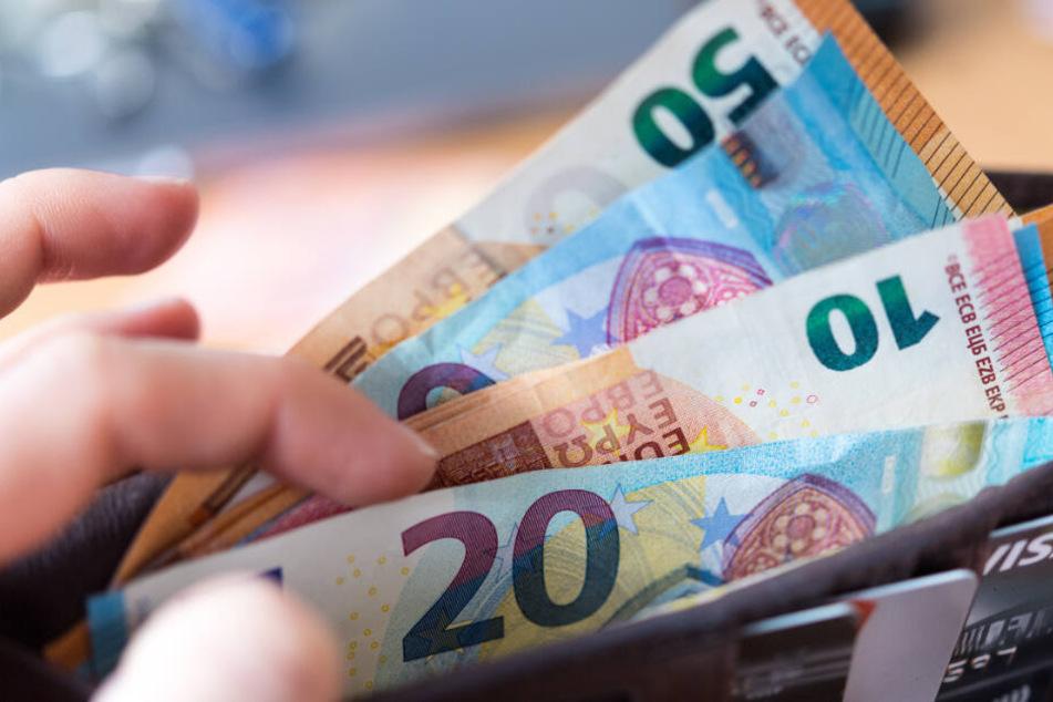 Frauen haben weniger Geld als ihre männlichen Kollegen im Geldbeutel. (Symbolbild)