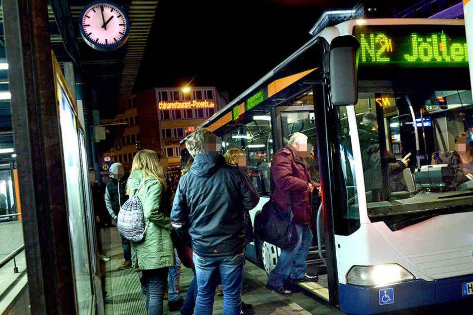 Das betrunkene Mädchen wurde aus der Nachtbuslinie N4 in Richtung Altenhagen/Heepen rausgeworfen. (Symbolbild)