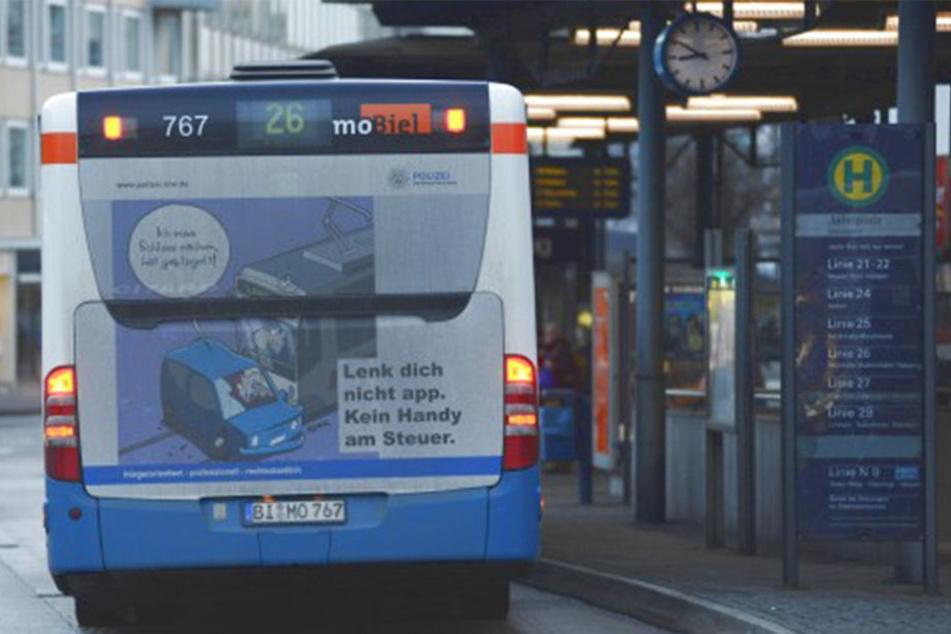 """""""Lenk dich nicht app. Kein Handy am Steuer"""", so steht es auf den Bussen."""