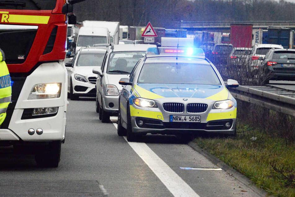 Vollsperrung auf der A2! Lkw verliert 800 Liter Diesel