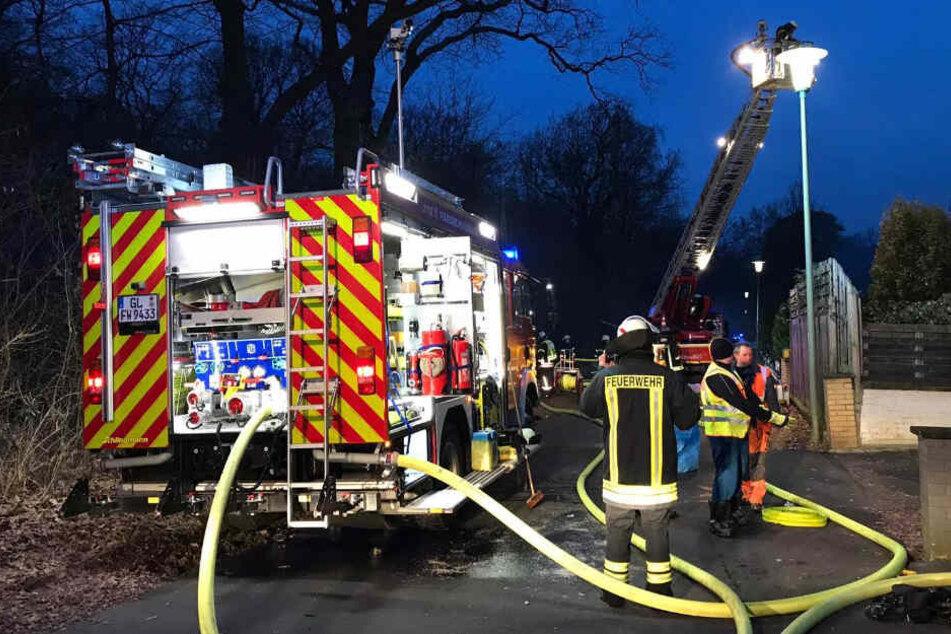 Nach über zwei Stunden hatten die 60 Einsatzkräfte vor Ort das Feuer unter Kontrolle.
