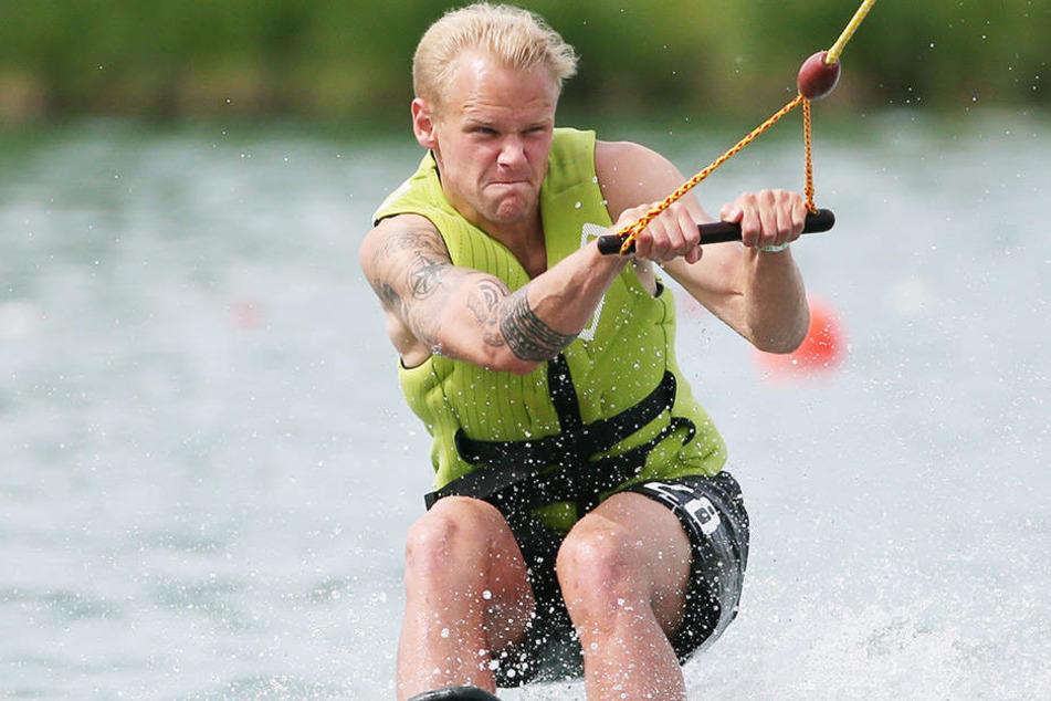 Schon fast ein Profi! Beim Wasserski hatten alle Spaß, auch Sören Bertram.