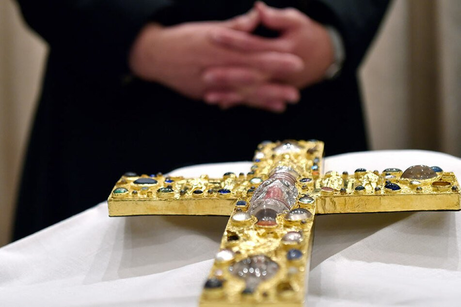Im Februar tauchte das geklaute Kreuz wieder auf.