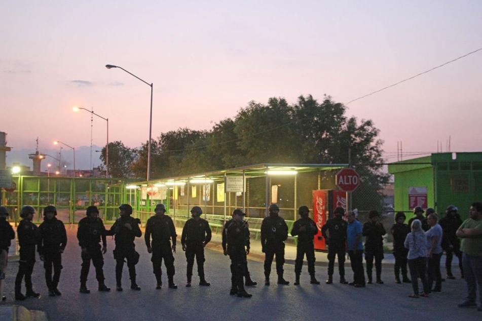 Häftlinge gehen mit Waffen und Stangen aufeinander los: Neun Tote