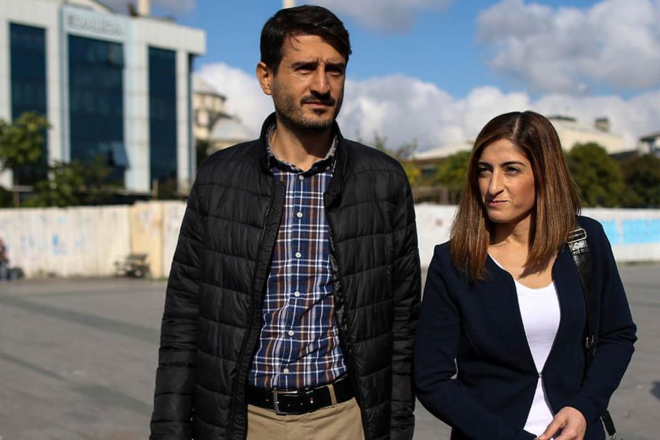 Suat Corlu (l.), Ehemann der Journalistin Tolu (r.), darf aus der Türkei ausreisen.