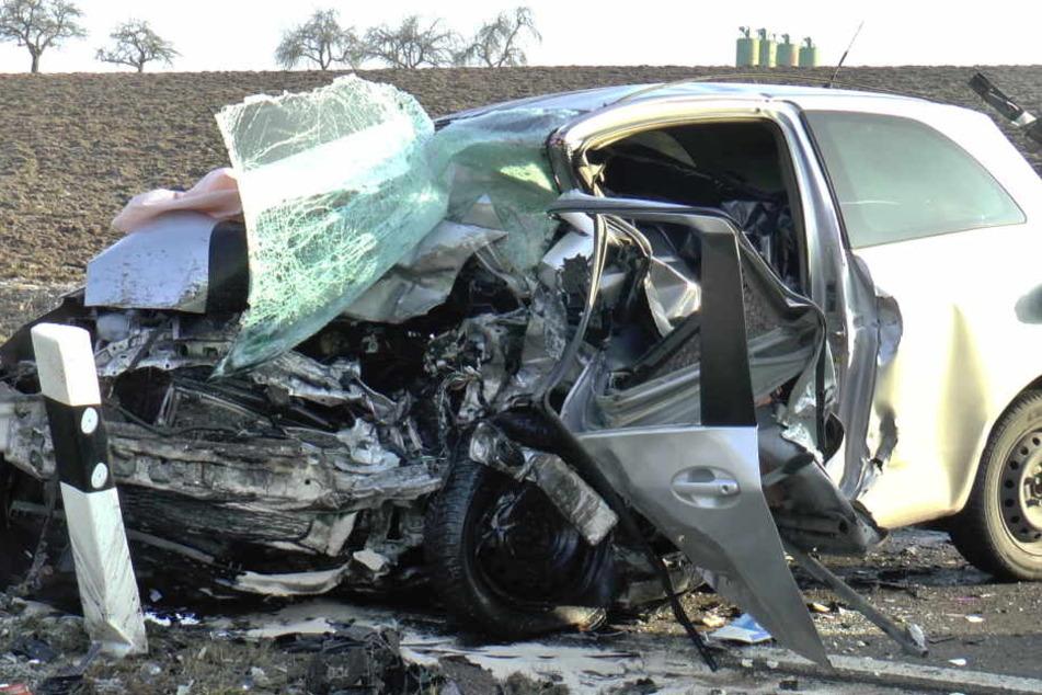 Der Toyota Yaris wurde beim Crash zerstört.