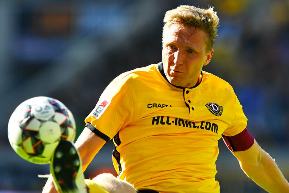 Dynamos Kapitän Marco Hartmann kann seine Mannschaft auch nicht immer auf Auswärtsspiele begleiten, wenn er verletzt ist, weil er dann sein Reha-Programm absolviert.