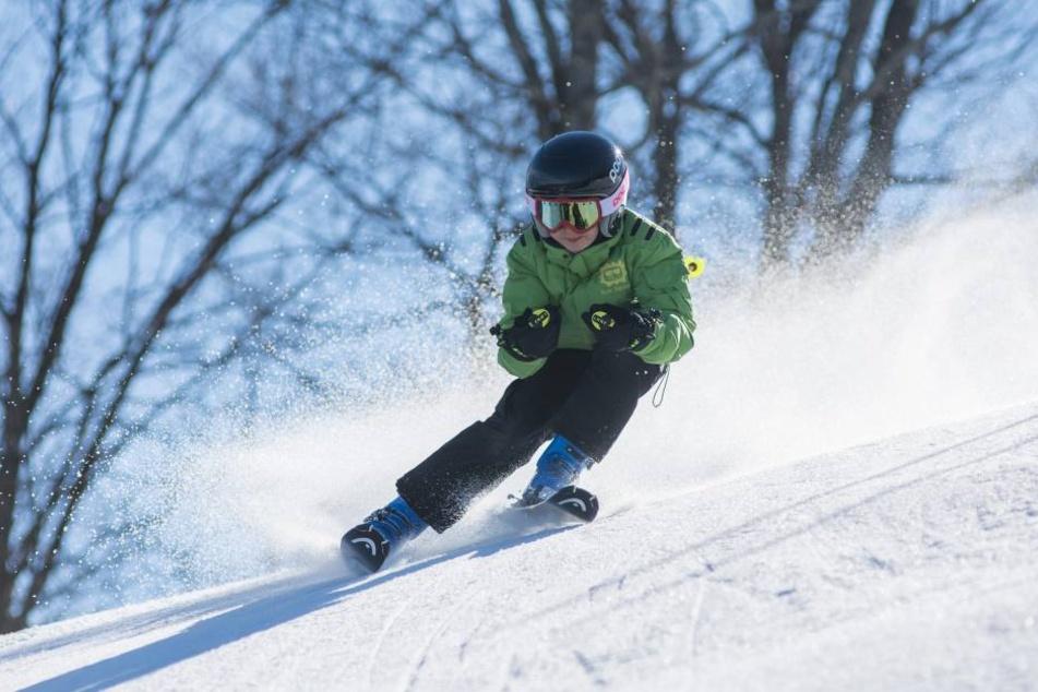 Wer im Winter gerne sportlich aktiv ist, fährt in die Schweiz, nach Frankreich, Italien, Österreich oder bleibt in Deutschland zum Skifahren.
