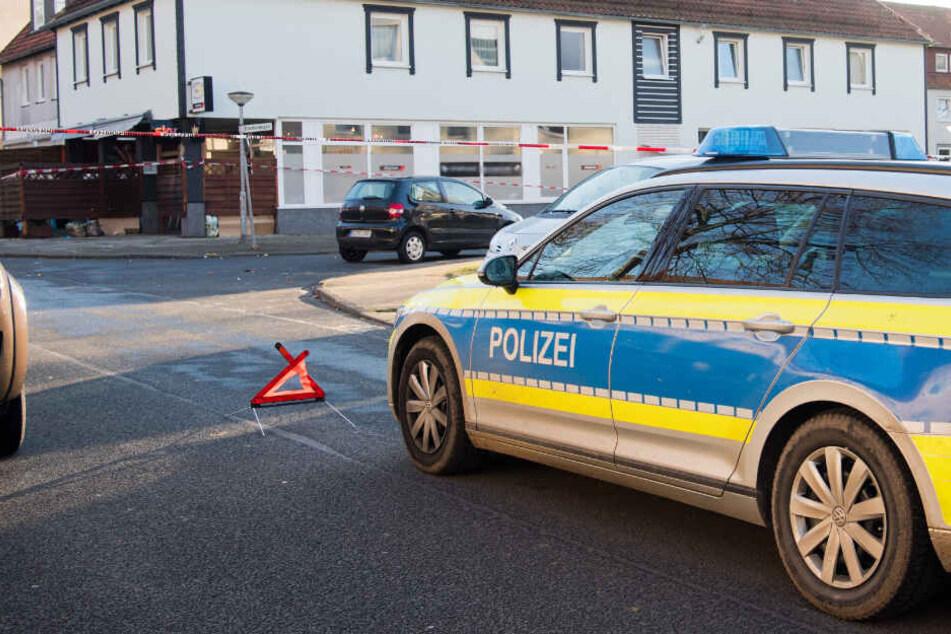 Bekannter findet Leiche von Frau in Wohnung: Polizei geht von Tötungsdelikt aus!
