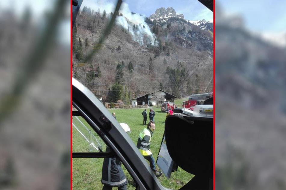 Etwa 220 Feuerwehrleute und mehrere Löschhubschrauber waren im Einsatz.