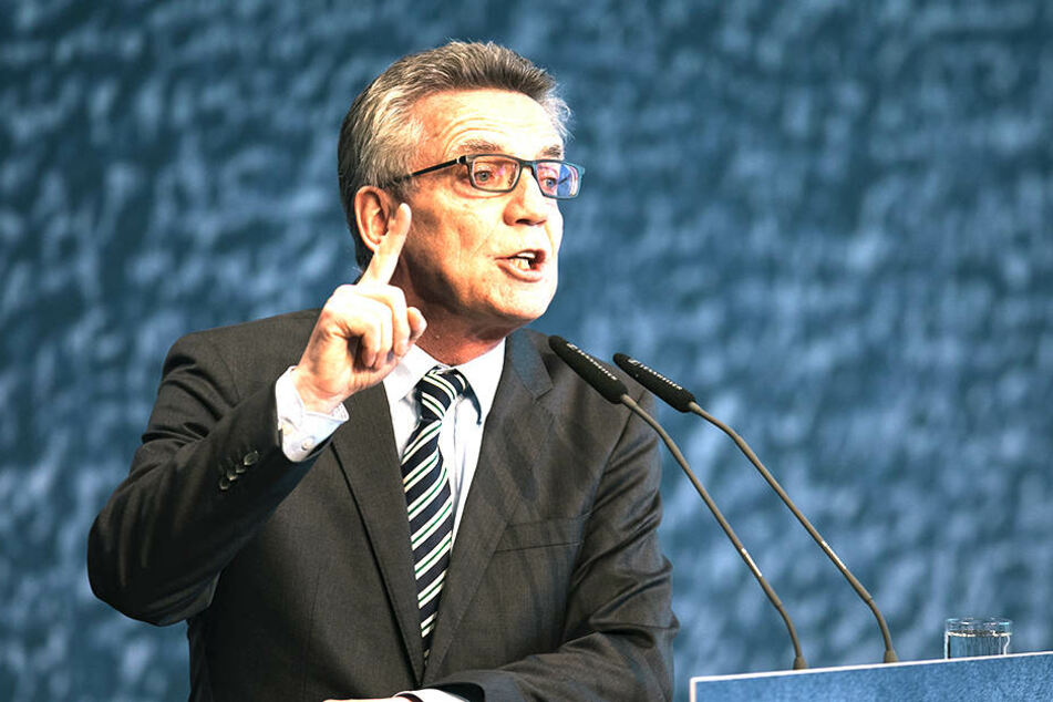 """Innenminister Thomas de Maizière (63, CDU): """"Wir müssen auch mal zwischen CDU und CSU zu Potte kommen."""""""