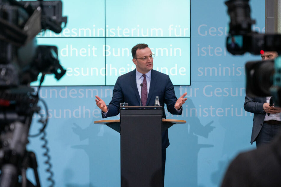 Jens Spahn (CDU), Bundesgesundheitsminister, spricht bei einer Pressekonferenz über die Situation in Zusammenhang mit dem Coronavirus in Italien und zu möglichen Reaktionen in Deutschland.