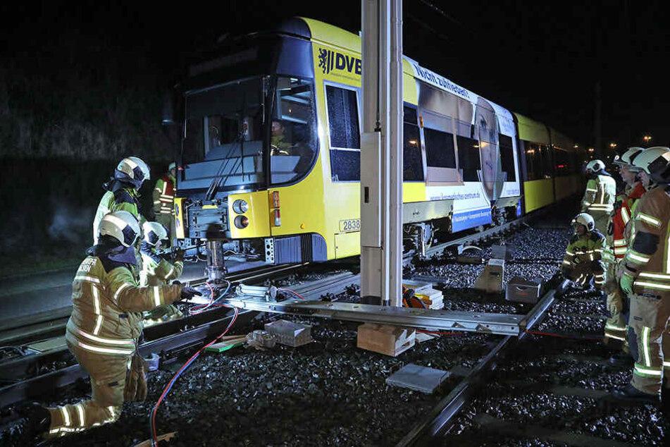 Die Straßenbahn-Linie 7 sorgte in Dresden-Gorbitz für einen Feuerwehr-Einsatz.
