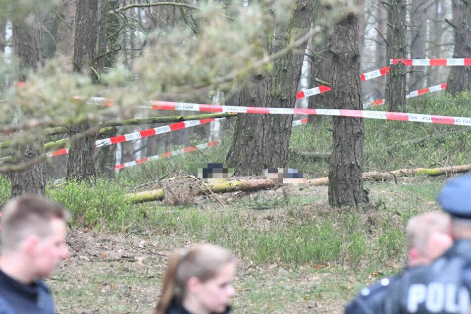Die Polizei hat den Fundort der Leichen abgesperrt.