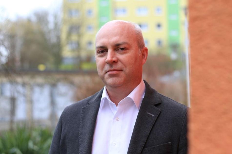Hat die Entwicklung des Neumarktes im Blick: ZWG-Vorstand Ralf Lenk (50). Die ZWG hat am Neumarkt ein sechs Millionen Euro teures Wohn- und Geschäftshaus errichtet.