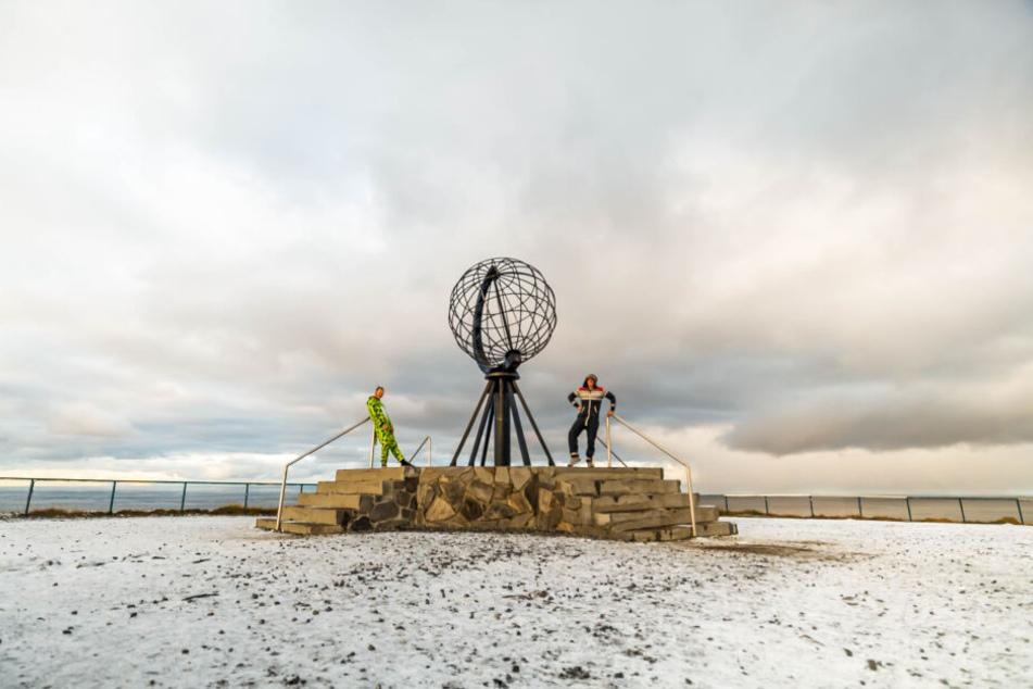 Die Abenteurer am Ziel: Andreas Krause (37, r.) und Sven Wittek (40) am Nordkap.