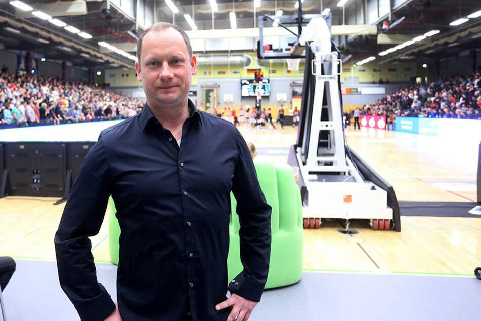Die Hartmann-Halle platzt zu den Niners-Heimspielen aus allen Nähten. Geschäftsführer Steffen Herhold will bei einem Aufstieg in die Arena Chemnitz umziehen.