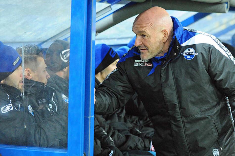 SCP-Trainer Stefan Emmerling entscheidet erst am Samstag wer von der Bank in die erste Elf rückt.