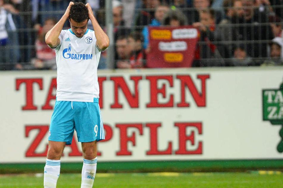 Zum Haareraufen war nicht nur Franco Di Santos Verhalten. Auch seine Torquote lässt seit Jahren zu wünschen übrig: In 69 Bundesliga-Spielen erzielte der Stürmer für Schalke gerade mal fünf Tore!